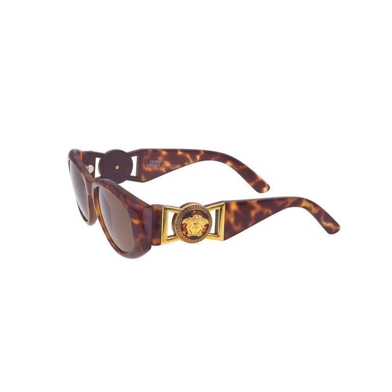 Women's or Men's Versace Sunglasses Mod 424/M Col 869 For Sale