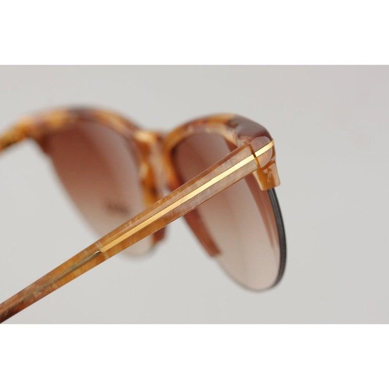 Versace Vintage Cat-Eye Sunglasses 391 Col 928 60mm For Sale 3