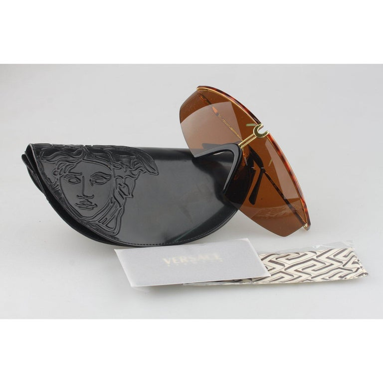 Brown Versace Vintage Shield Sunglasses Mod S91 Col 07M For Sale