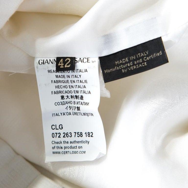 Versace White Cotton Linen Embossed Zip Front Jacket M In Good Condition For Sale In Dubai, Al Qouz 2