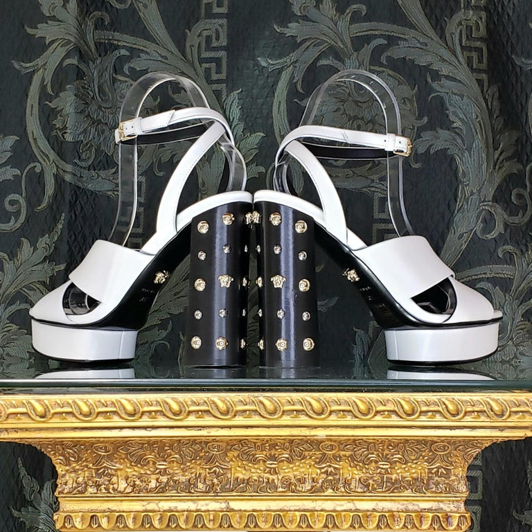 VERSACE WHITE LEATHER SANDALS SHOES with GOLD MEDUSA STUDS 38.5 - 8.5 In New Condition For Sale In Montgomery, TX