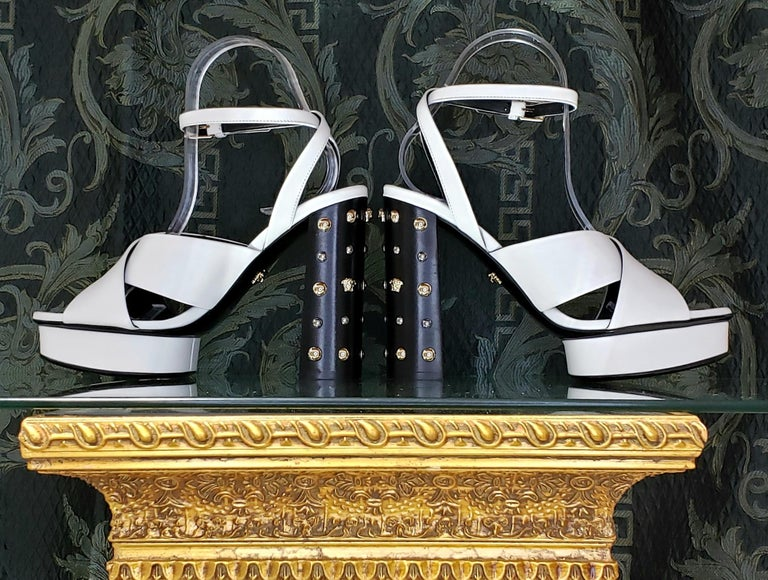 Women's VERSACE WHITE LEATHER SANDALS SHOES with GOLD MEDUSA STUDS 38.5 - 8.5 For Sale