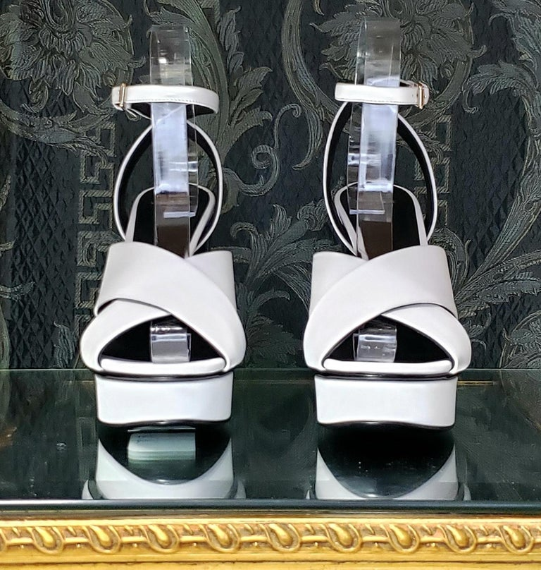 VERSACE WHITE LEATHER SANDALS SHOES with GOLD MEDUSA STUDS 38.5 - 8.5 For Sale 1