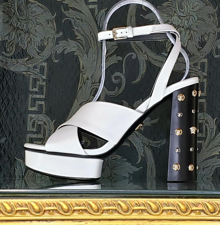 VERSACE WHITE LEATHER SANDALS SHOES with GOLD MEDUSA STUDS 38.5 - 8.5 For Sale 4