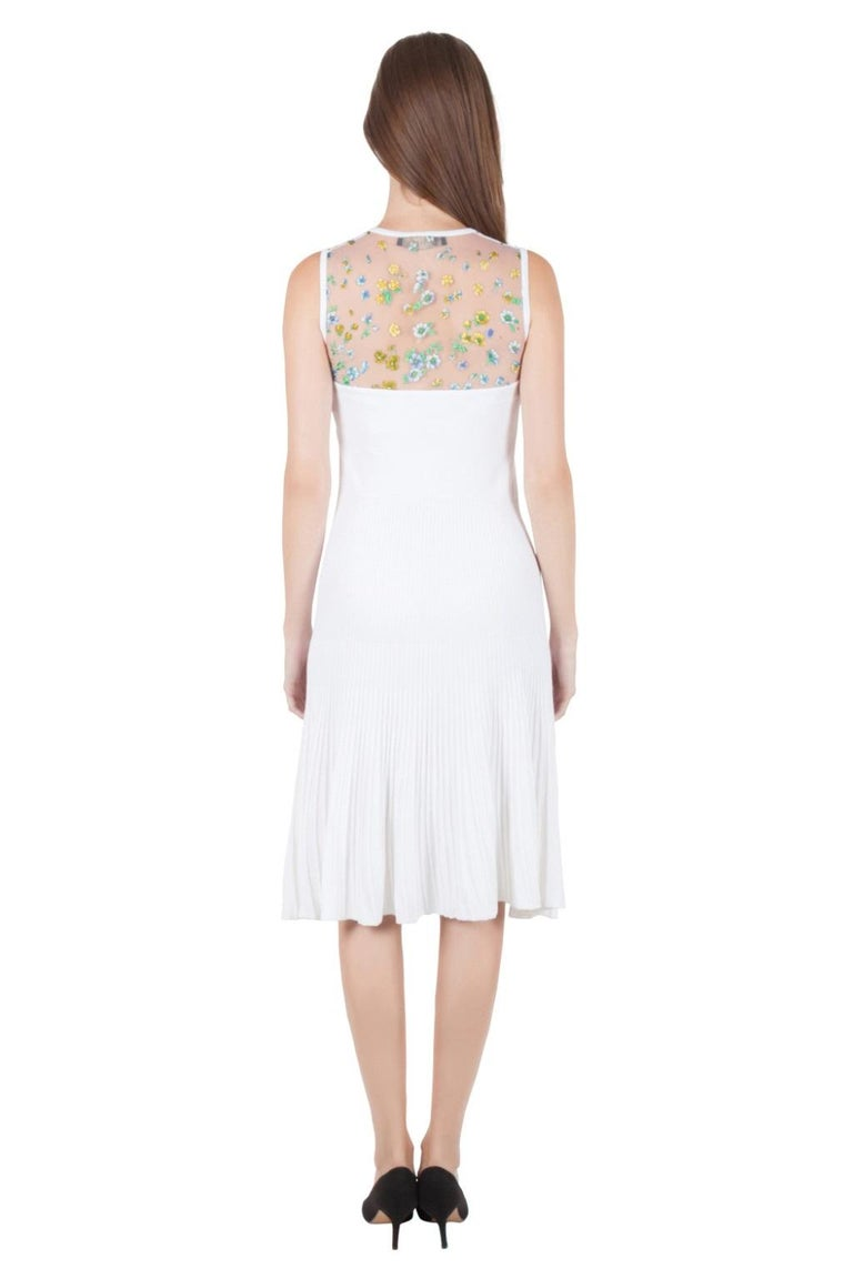 Looking chic is so easy with this tasteful design by Versace. The sleeveless dress comes with a floral printed sheer yoke that establishes its remarkable appeal. Tailored from a durable fabric blend, this white piece will be your favourite