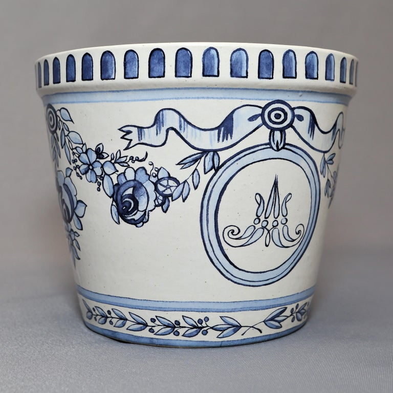 Versailles Flower Pot and Saucer For Sale 2