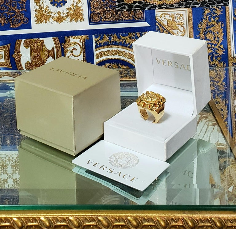 VERSUS VERSACE 24K GOLD PLATED GOLD LION RING size 9 In New Condition For Sale In Montgomery, TX