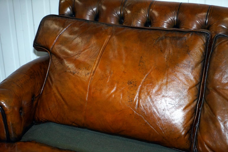 Very Comfortable Victorian Restored Howard & Son's Style Aged Brown Leather Sofa For Sale 9