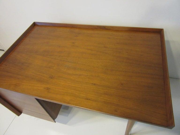 Very Early Jens Risom Walnut Mid Century Desk Model D-140 For Sale 4