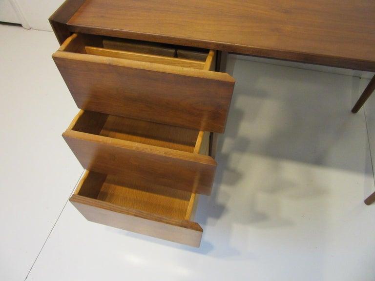 Very Early Jens Risom Walnut Mid Century Desk Model D-140 For Sale 2