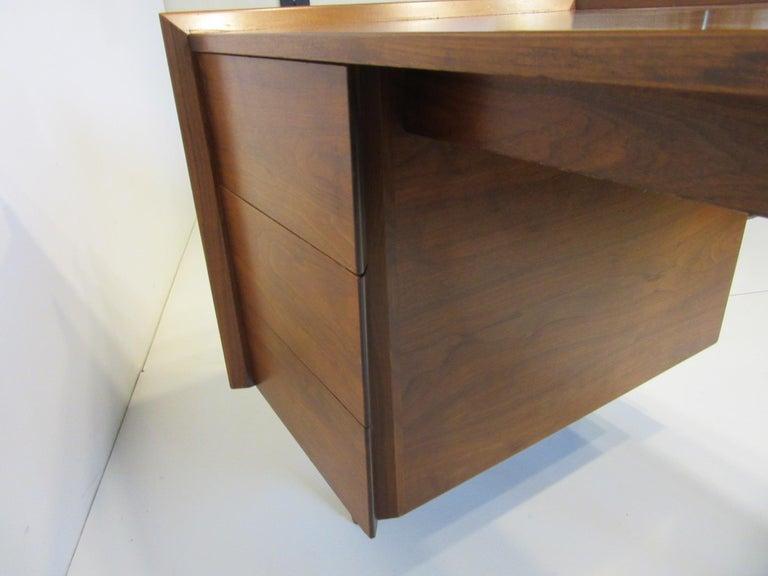 Very Early Jens Risom Walnut Mid Century Desk Model D-140 For Sale 3