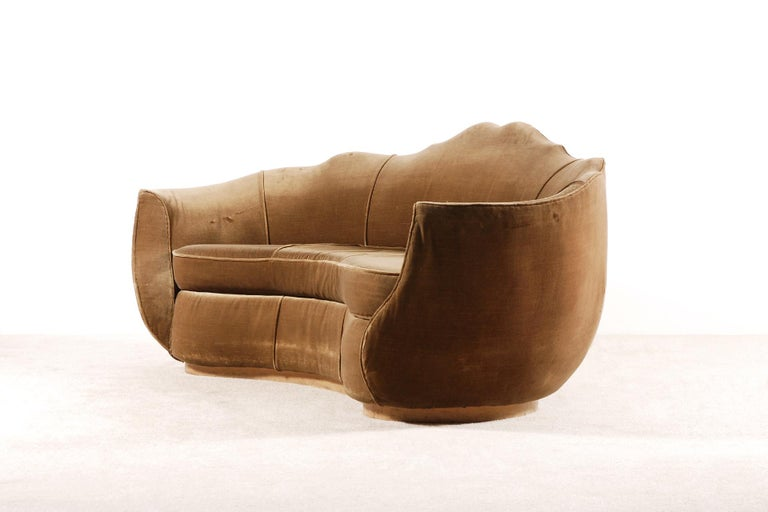 Very Elegant French Art Deco Sofa with Original Velvet Upholstery, 1930s In Good Condition For Sale In Paris, FR