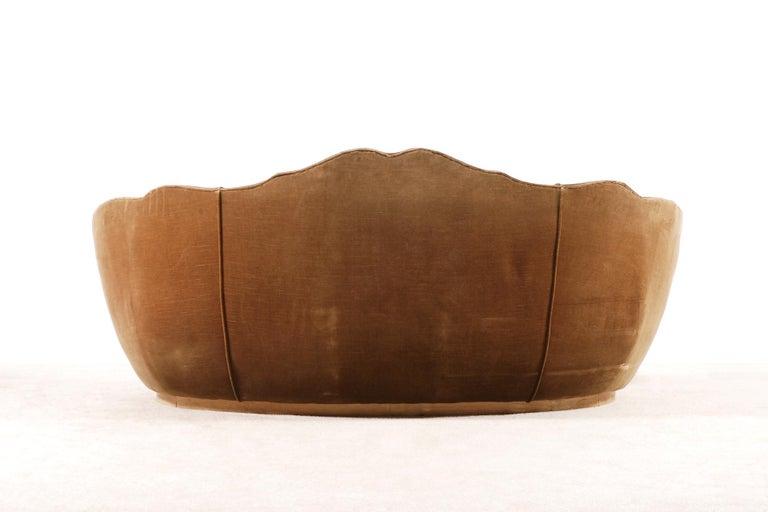 Very Elegant French Art Deco Sofa with Original Velvet Upholstery, 1930s For Sale 1
