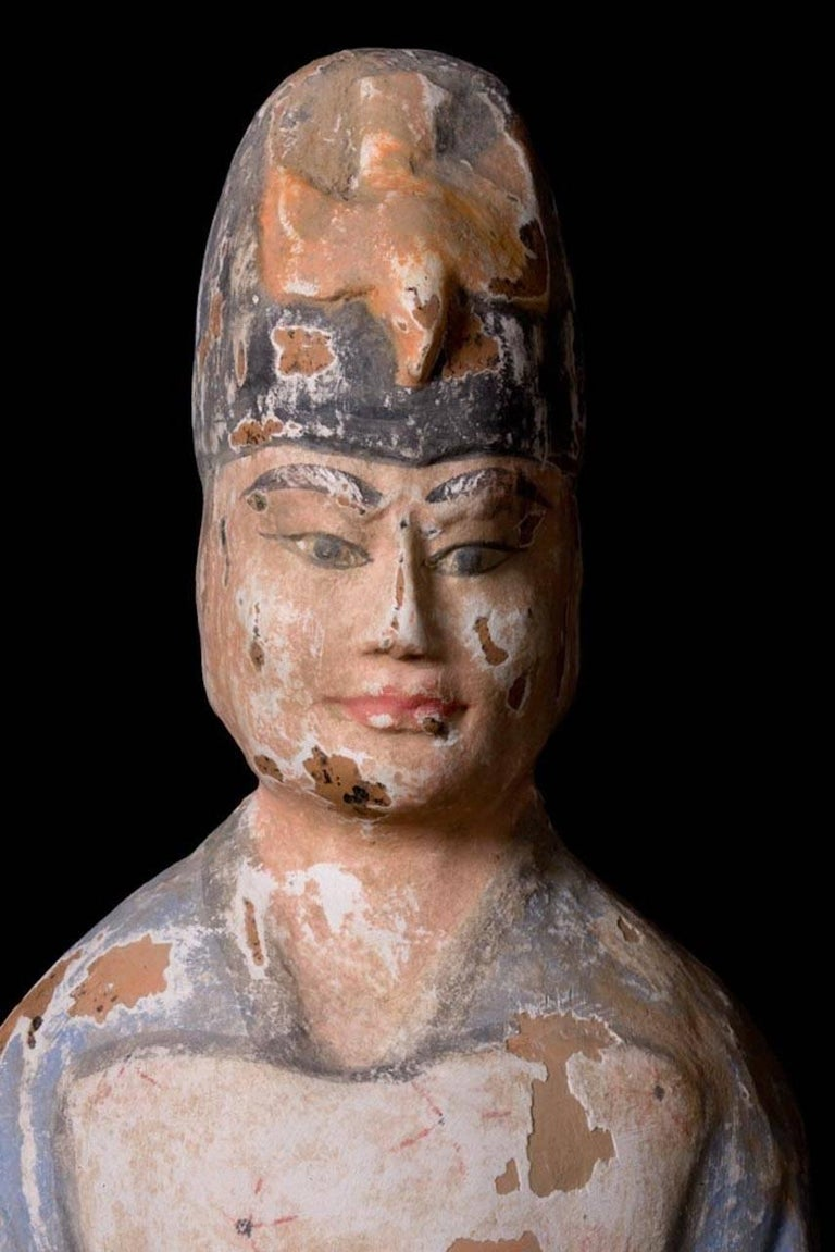 Very Elegant Tang Dynasty Dignitary in Orange Terracotta, China '618-907 AD' In Excellent Condition For Sale In San Pedro Garza Garcia, Nuevo Leon