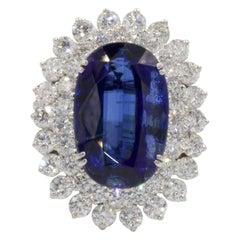 Very Fine 10.64 Carat Kyanite with Diamonds 18 Karat
