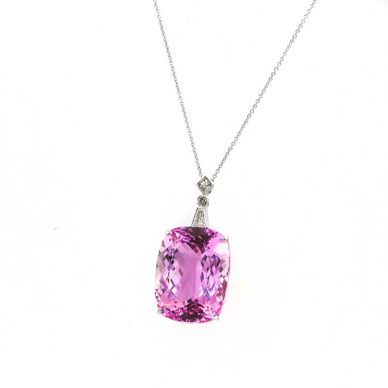 Very Fine 112 Carat Kunzite Pendant with Diamonds 0.78 Carat 18 Karat Gold For Sale 1