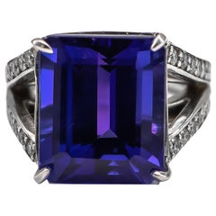 Very Fine 17.67 Carat Tanzanite Ring Encrusted with 1.46 Carat Diamonds