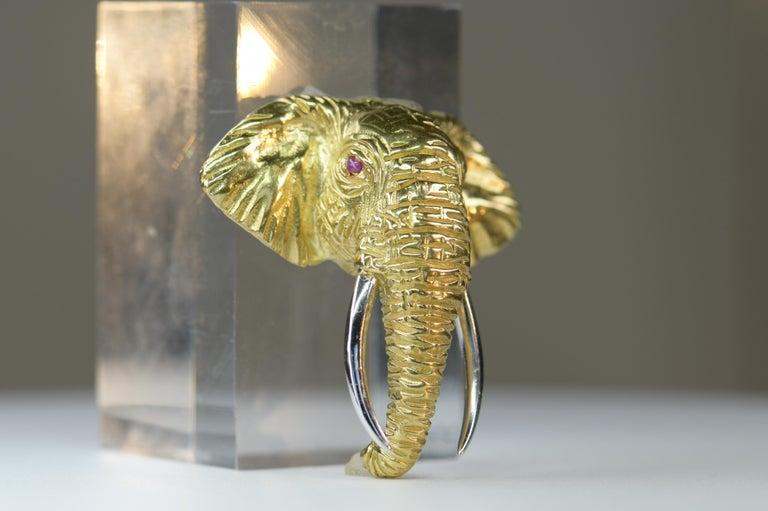 Women's or Men's Very Fine 18 Karat Gold Ruby Elephant Head Brooch