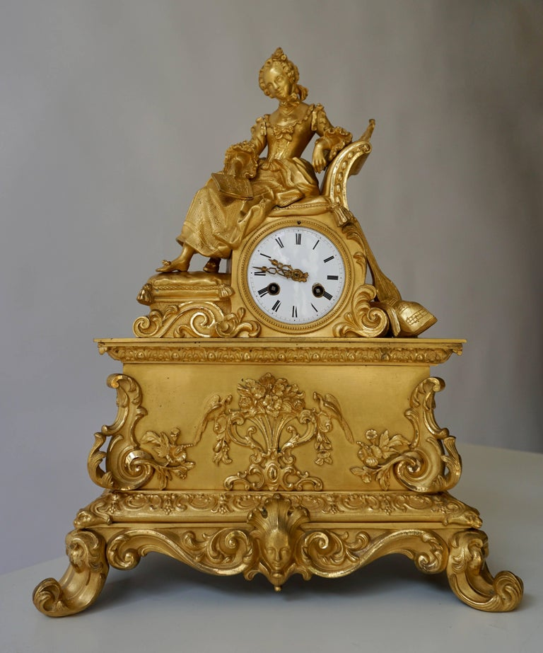 Very Fine and Elegant Fire, Gilt Bronze Mantle Clock in the Romantic Taste For Sale 3