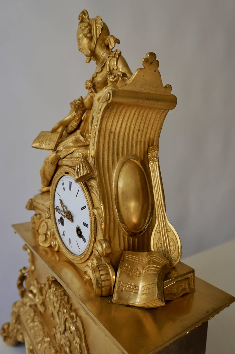 Very Fine and Elegant Fire, Gilt Bronze Mantle Clock in the Romantic Taste For Sale 9