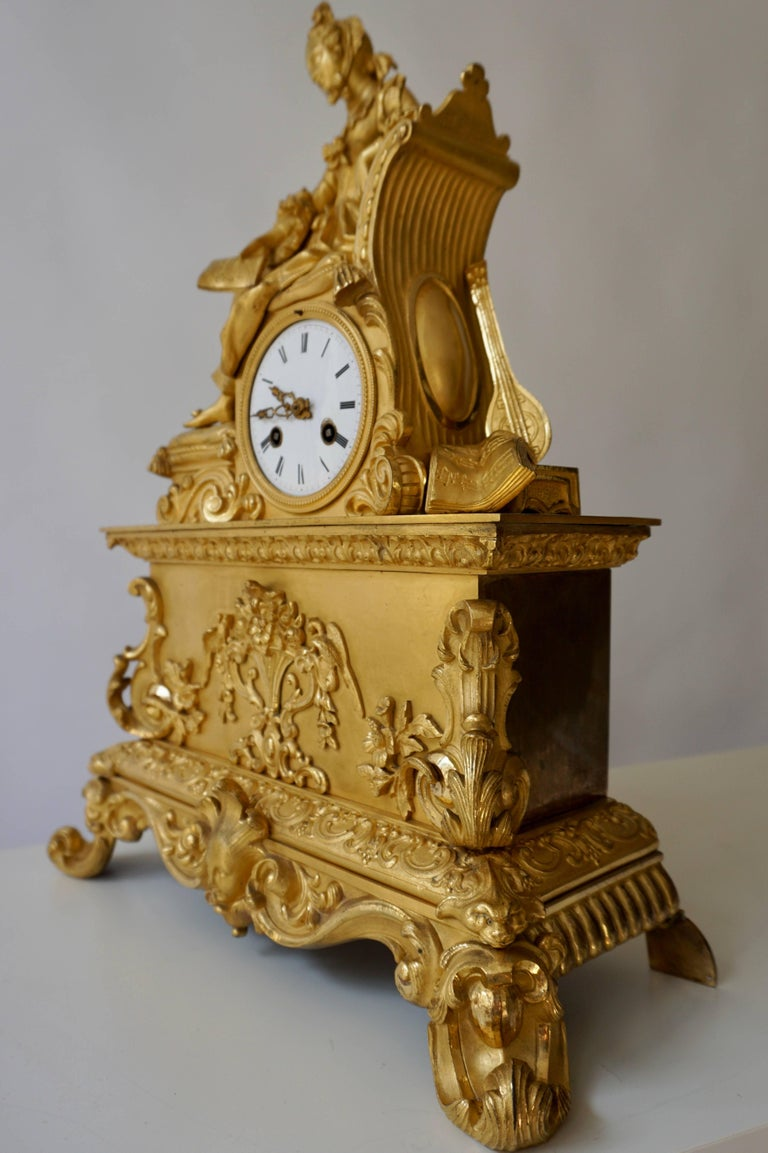 Very Fine and Elegant Fire, Gilt Bronze Mantle Clock in the Romantic Taste For Sale 10