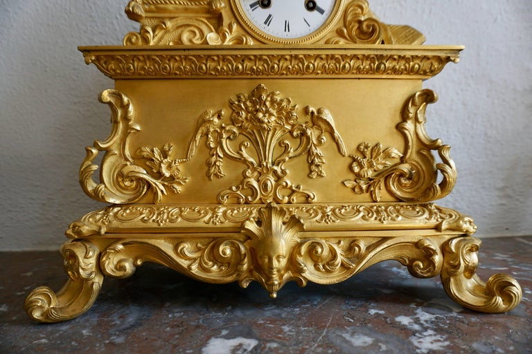 Very Fine and Elegant Fire, Gilt Bronze Mantle Clock in the Romantic Taste In Good Condition For Sale In Antwerp, BE