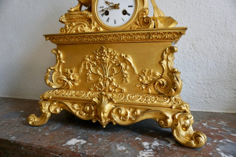 Very Fine and Elegant Fire, Gilt Bronze Mantle Clock in the Romantic Taste For Sale 1