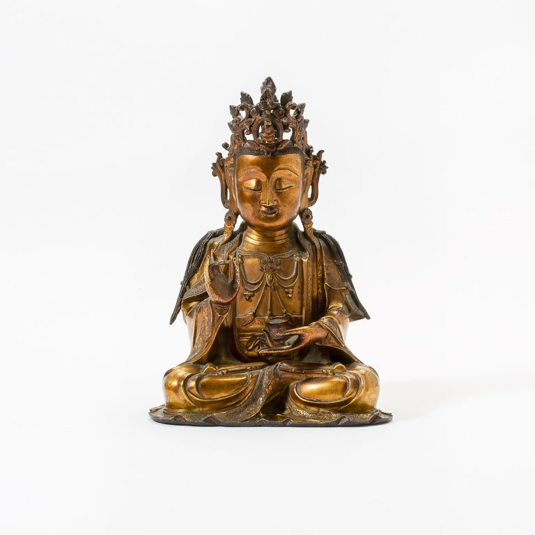 Cast Very Fine and Serene Chinese Gilt-Bronze Figure of Guanyin, 16th Century For Sale