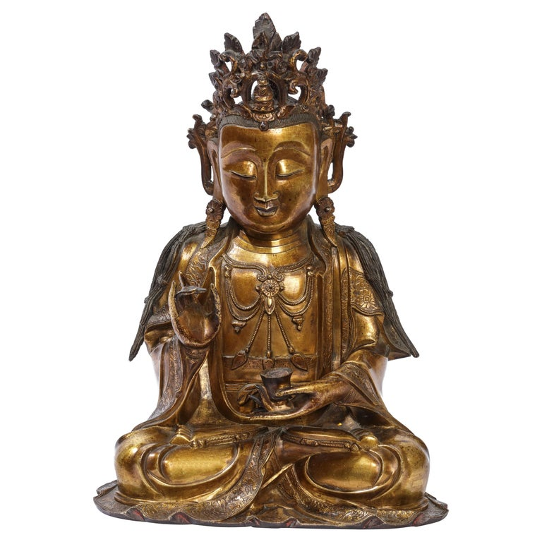 Very Fine and Serene Chinese Gilt-Bronze Figure of Guanyin, 16th Century For Sale
