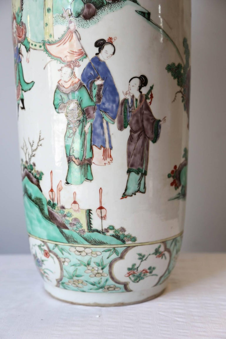 Beautiful and large porcelain vase with 'Famille Verte' decor of soldiers and court ladies outdoor.