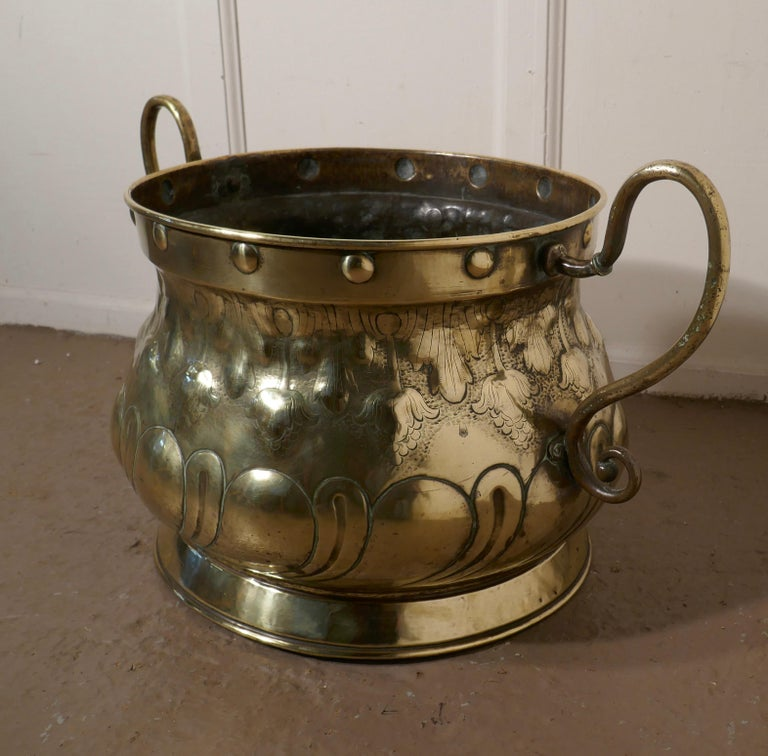 Very Large Art Nouveau Brass Jardinière In Good Condition For Sale In Chillerton, Isle of Wight
