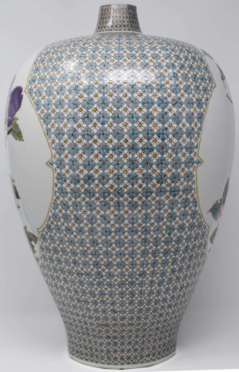 Very Large Contemporary Japanese Blue Red Kutani Porcelain Vase by Master Artist For Sale 3