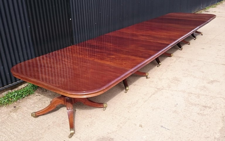 Very Large Early Nineteenth Century Five Pedestal Irish Antique Dining Table In Good Condition For Sale In Gloucestershire, GB