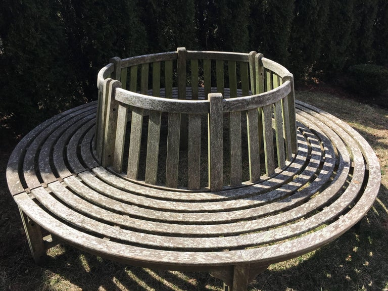 It's quite rare that we come across a large circular tree bench in teak with such beautiful patination and greening (the 1st phase in moss development that will continue if it is placed in a shady and damp place). In two parts, this piece will fit