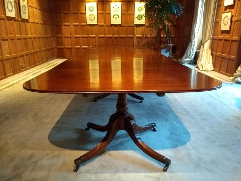 Very Large George III Period Mahogany Four Pedestal Antique Dining Table In Good Condition For Sale In Gloucestershire, GB