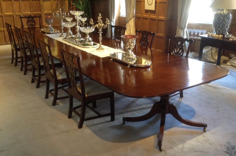 Very Large George III Period Mahogany Four Pedestal Antique Dining Table For Sale 1