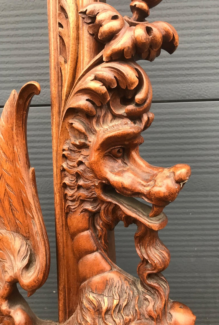 Very Large Hand Carved & Antique Sculptural Nutwood Wall Mirror or Picture Frame In Good Condition For Sale In Lisse, NL