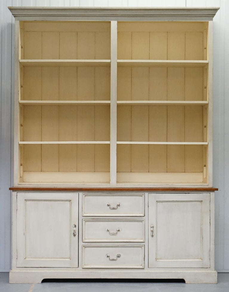 We are delighted to offer for sale this stunning Shaker-inspired kitchen haberdashery cupboard bookcase cabinet.  A very good looking and well made vintage piece of furniture, it's around 40-50 years old, made from solid oak, the shelves are all