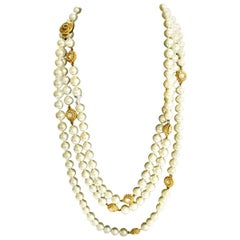 Very long CHANEL PEARL SAUTOIR made by with 11 rosettes, gold plated