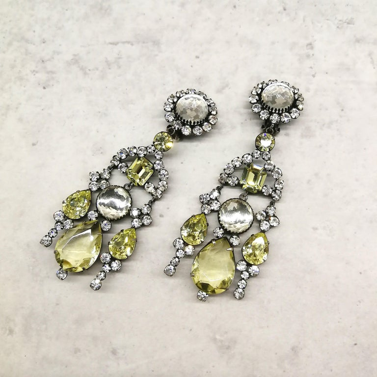 Very long clear and citrine paste drop earrings, Kenneth Jay Lane 1960s In Excellent Condition For Sale In London, GB