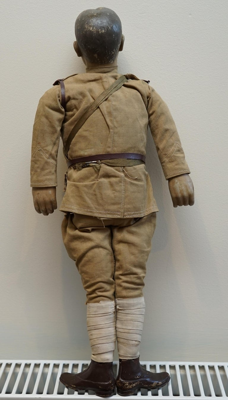 Very Rare 1898-1914 British Patriotic Propaganda Doll of Lord Horatio Kitchener For Sale 8
