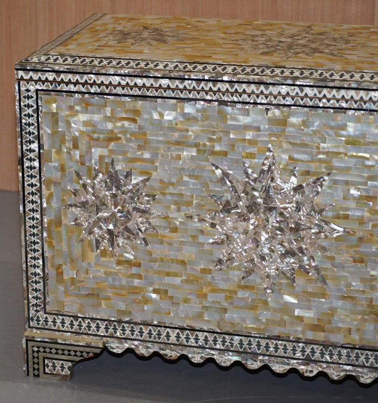 Very Rare Absolutely Sublime Mother of Pearl Chest of Trunk with Mahogany Lining For Sale 4