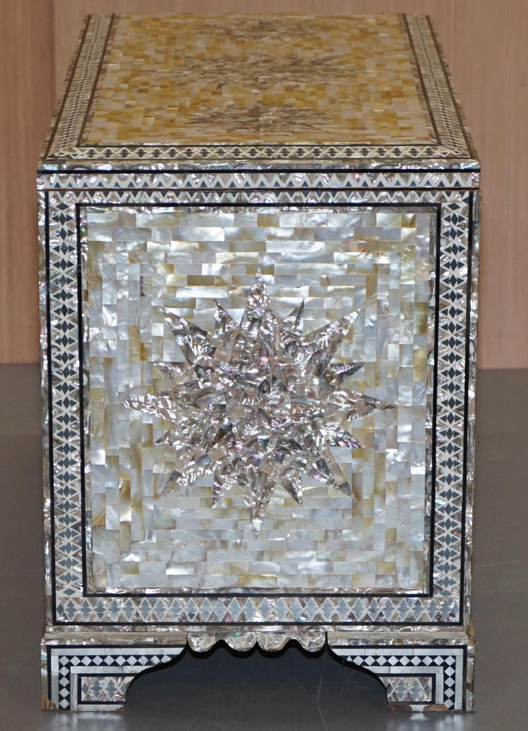 Very Rare Absolutely Sublime Mother of Pearl Chest of Trunk with Mahogany Lining For Sale 5
