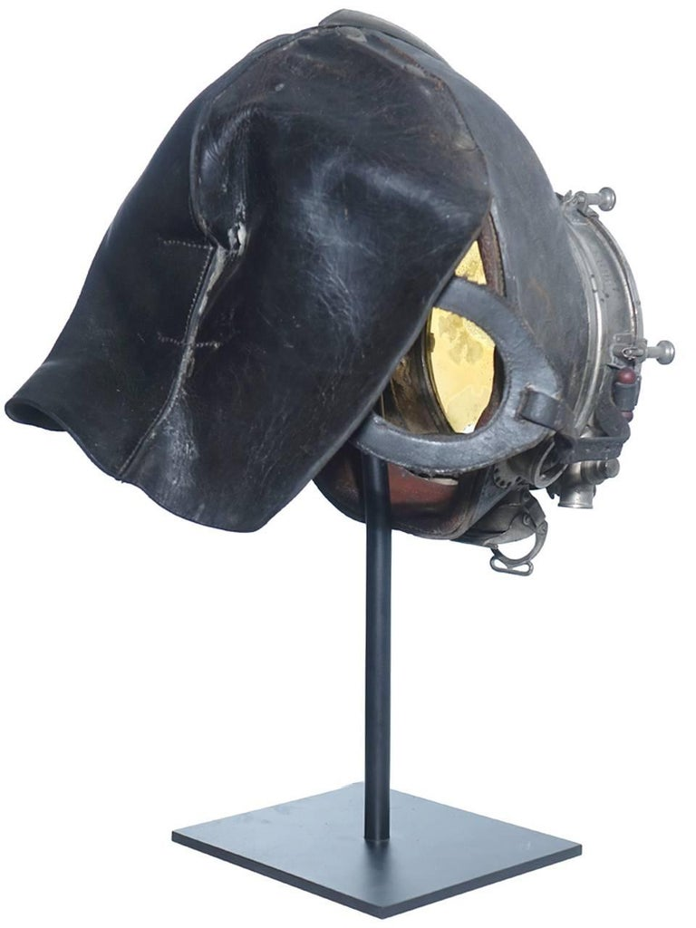 Very Rare and Important 1910 Drager Smoke Mask In Excellent Condition For Sale In Peekskill, NY