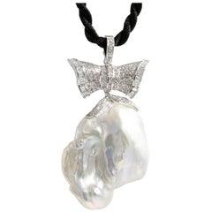Very Rare Baroque Pearl Pendant with Diamonds 18 Karat Gold