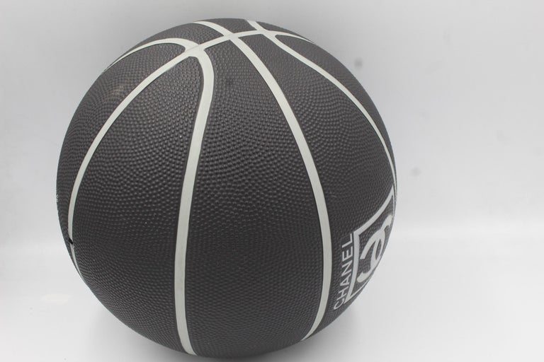 Women's or Men's Very rare Chanel black basket ball  For Sale