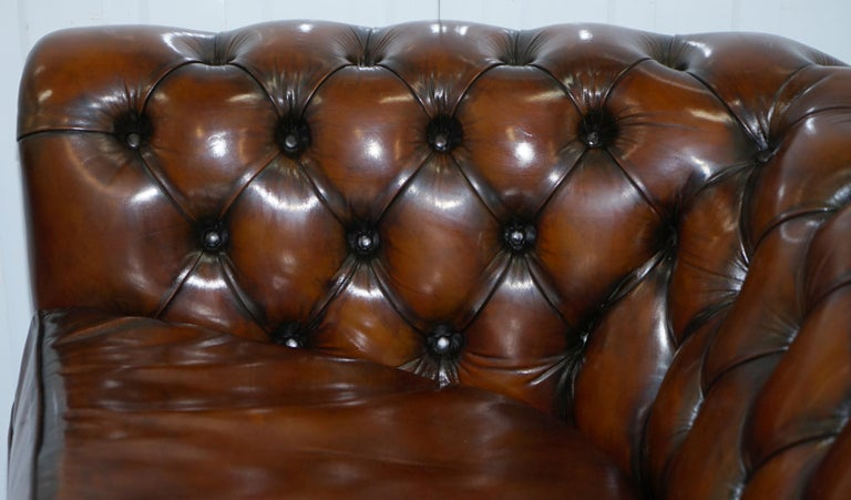 Very Rare Curved Front Fully Restored Cigar Brown Leather Chesterfield Club Sofa For Sale 10