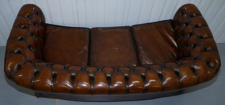 Very Rare Curved Front Fully Restored Cigar Brown Leather Chesterfield Club Sofa For Sale 11