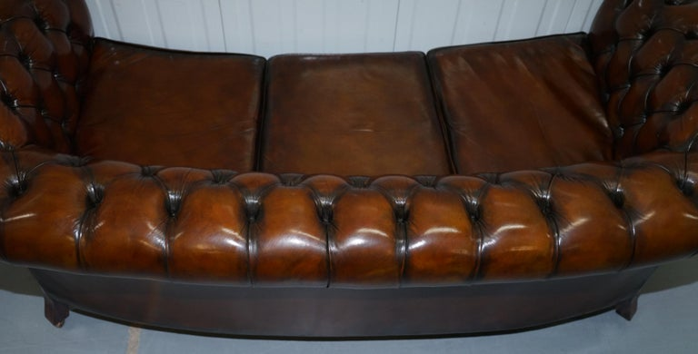 Very Rare Curved Front Fully Restored Cigar Brown Leather Chesterfield Club Sofa For Sale 12