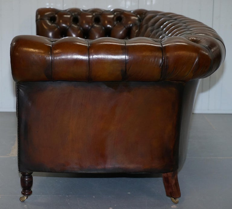 Very Rare Curved Front Fully Restored Cigar Brown Leather Chesterfield Club Sofa For Sale 14